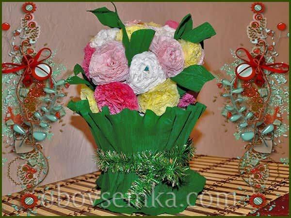 Новорічний букет з різнокольорових серветок